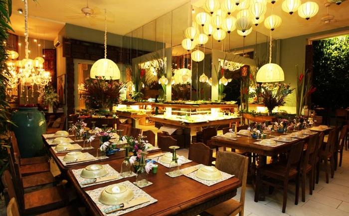 Nhà hàng La table tee sang trọng