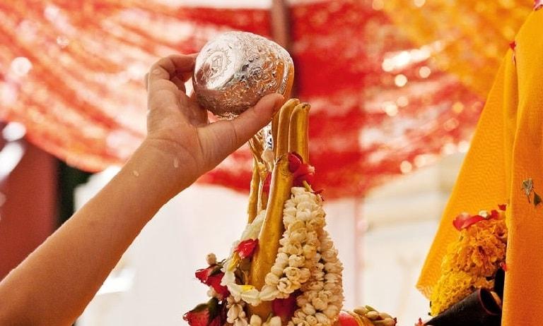 """Tục lệ """"Tắm Phật"""" trong ngày Tết Songkran"""
