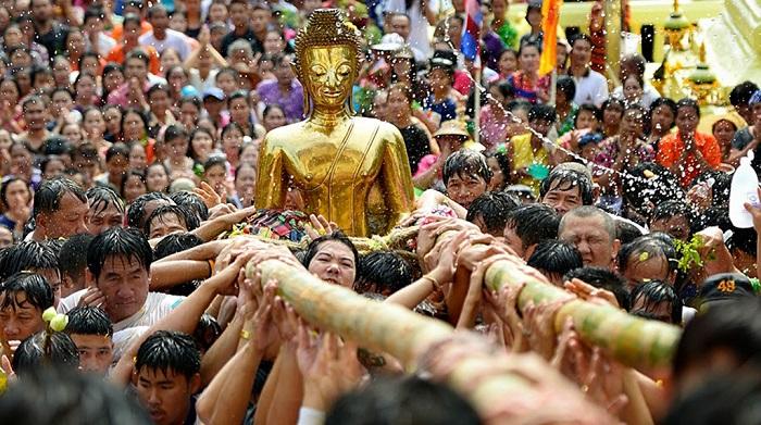 Songkran là hoạt động văn hóa lớn của Thái Lan