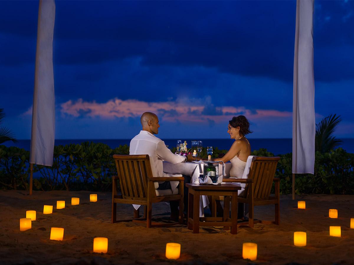 Bữa tối lãng mạn trên bờ biển Phuket Thái Lan